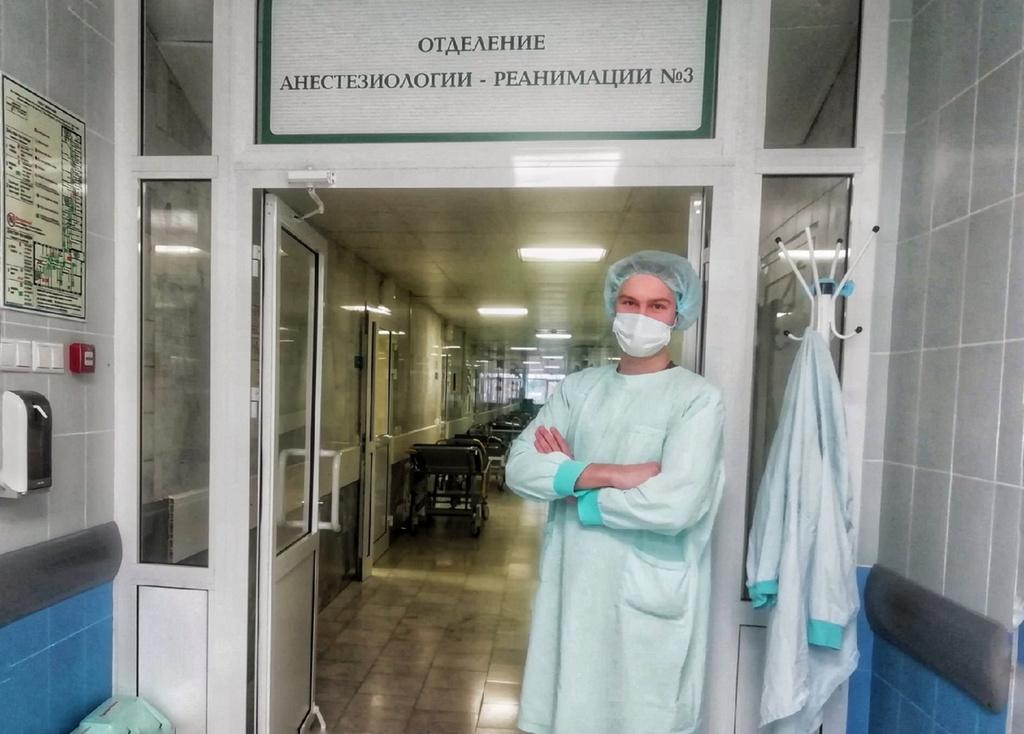 Более 500 студентов Уральского медуниверситета работают в свердловских больницах во время эпидемии